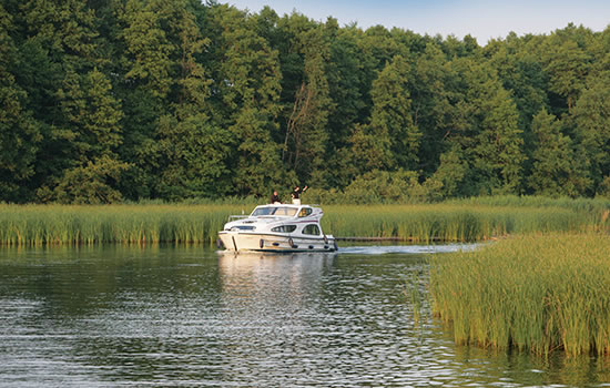 hausboot m ritz mit le boat hausboot touren in mecklenburg. Black Bedroom Furniture Sets. Home Design Ideas
