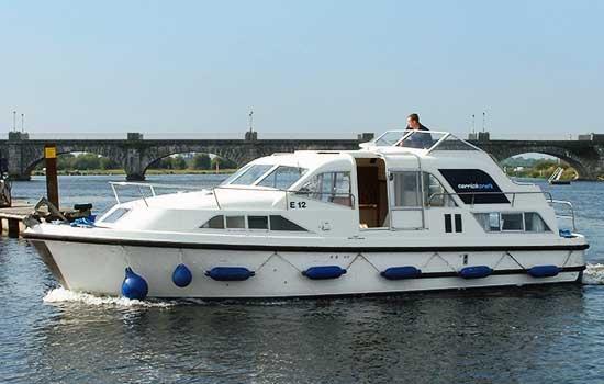 Boot von Carrick Craft auf dem Shannon