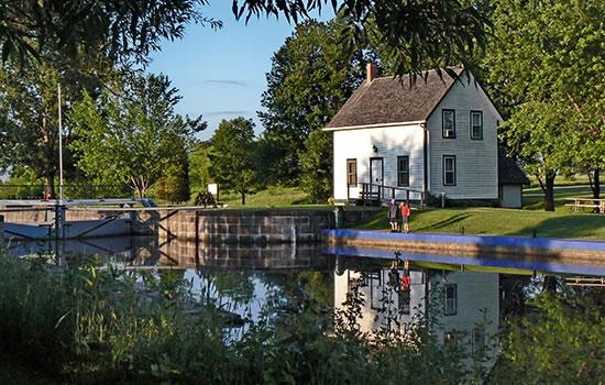 Schleuse mit Schleusenhaus auf Rideau Kanal in Kanada - Karte