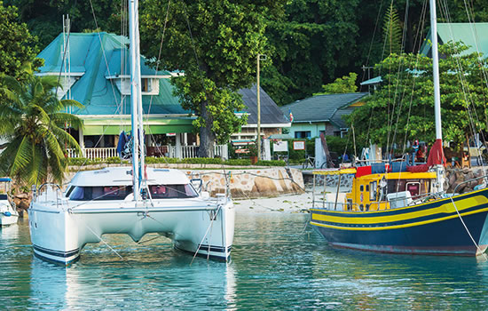Yachtcharter Seychellen - Katamaran vor Anker